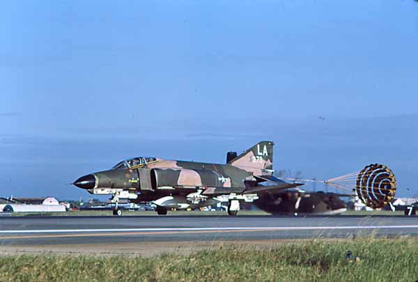 F-4 landing roll out Danang